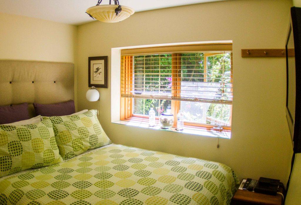 Ocean View Studio Cabin - Bedroom